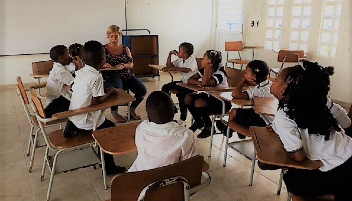 Colombia - Cartagena - School kids and Carmen